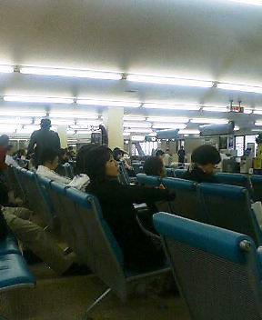 空港待合ロビー
