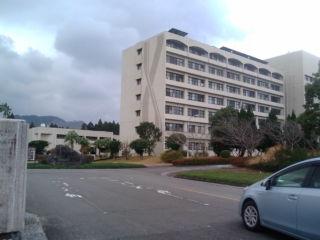 宮崎大学正門前